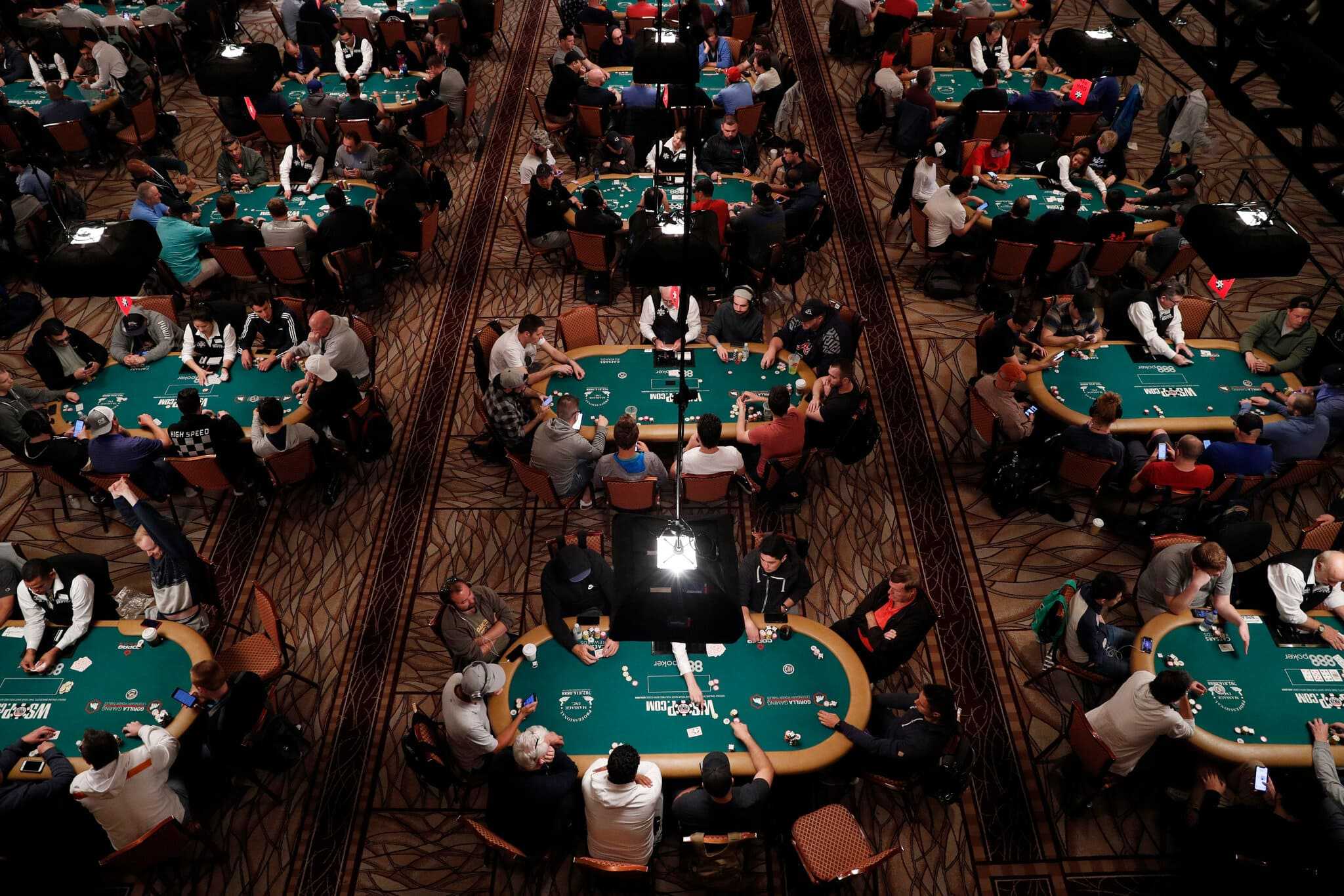 How to play online poker for beginners on the IDN Poker site