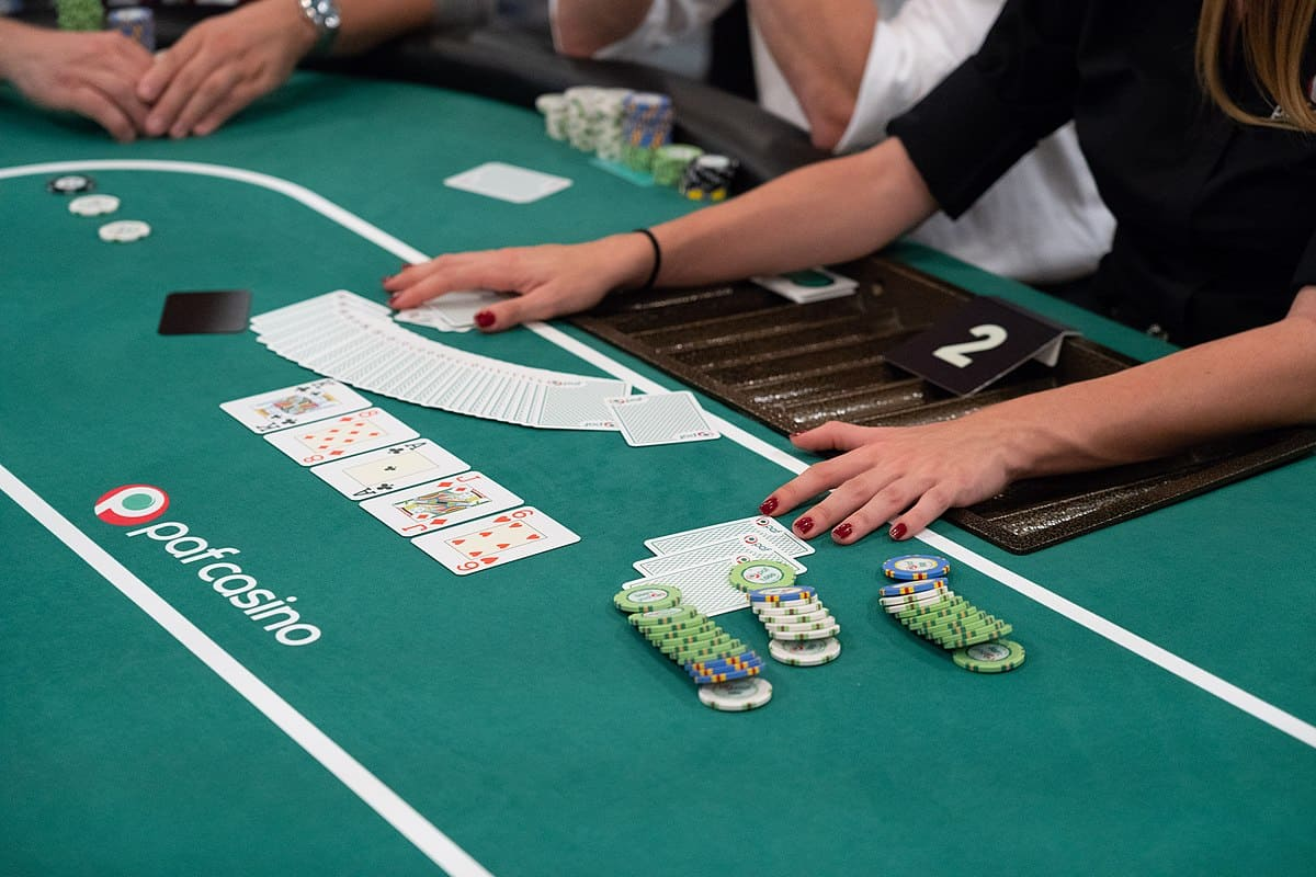 Advantages of Playing Poker Online
