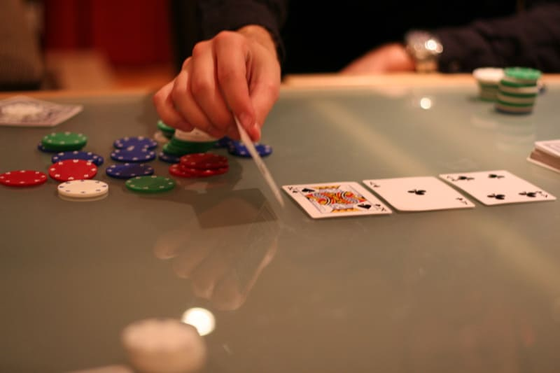 Tricks to Guess the Online Poker Cards That Will Come Out