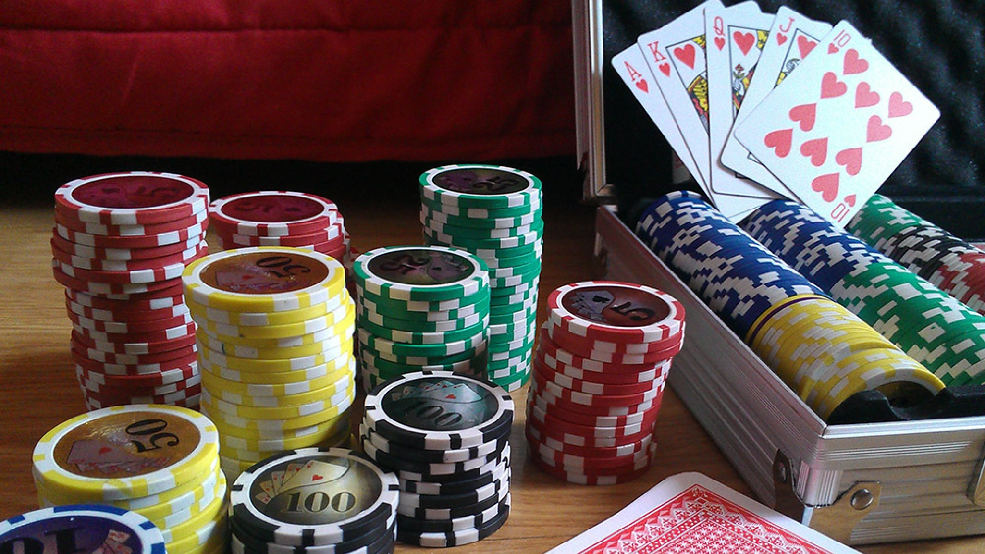 Online Poker Articles Are Needed For Beginner Players