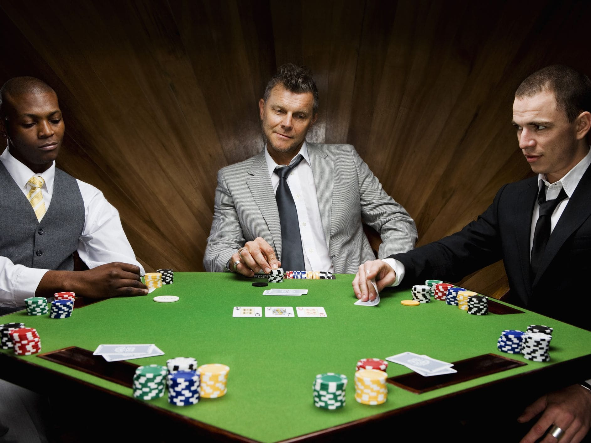How to play poker to keep winning with small capital